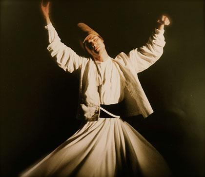 L'extase musicale dans la danse d'un derviche tourneur soufi