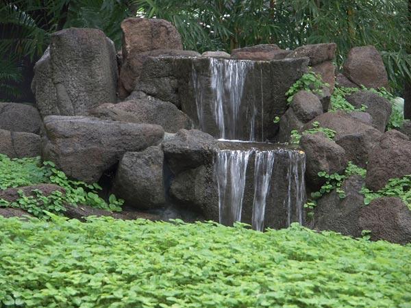Centre international de m ditation osho for Cascade d eau jardin
